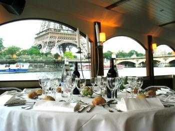 mariage sous la tour eiffel - Location Peniche Mariage Paris