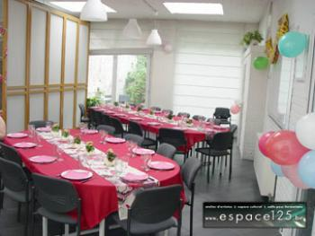 2 tables de 16 plus 1 table de 10 convives