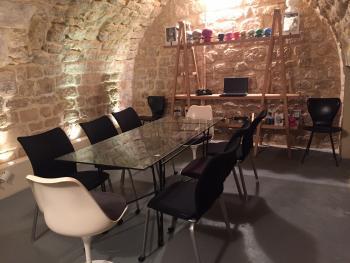 Espace de r union atypique en cave vout e enti rement en for Location espace atypique paris