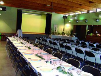 Location de salle - Combien mesure une table de salle des fetes ...